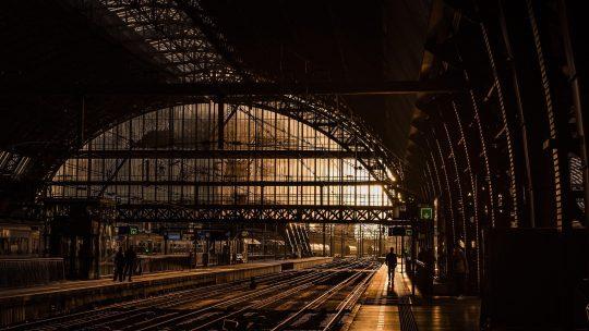 M. C. Çalışkan: Kıpırtısız Trenler